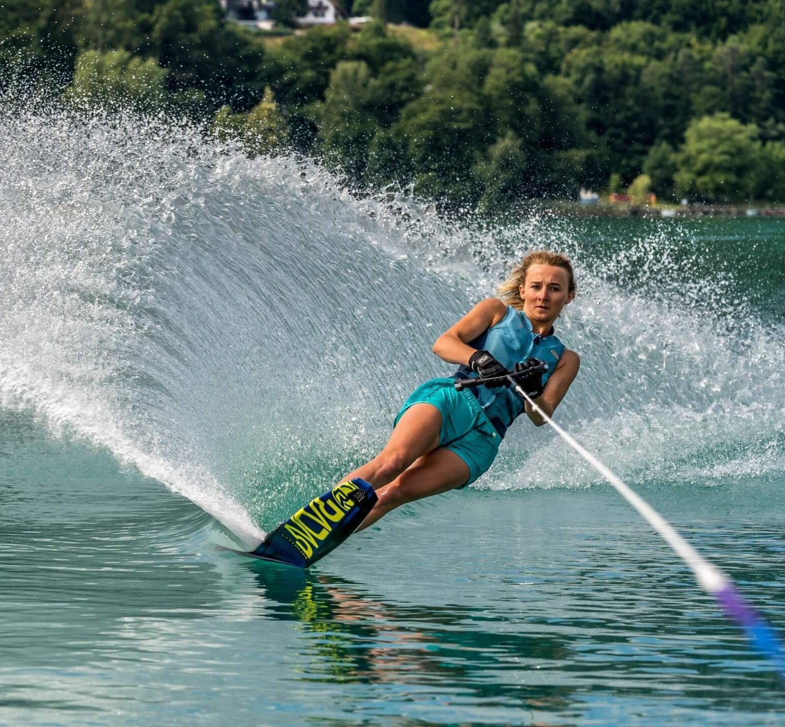 Mara Salmina beim fährt Slalom beim SEEsport Trainingscamp